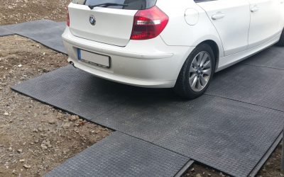 Temporäre Parkplätze mit der Bodenschutzmatte SOLID